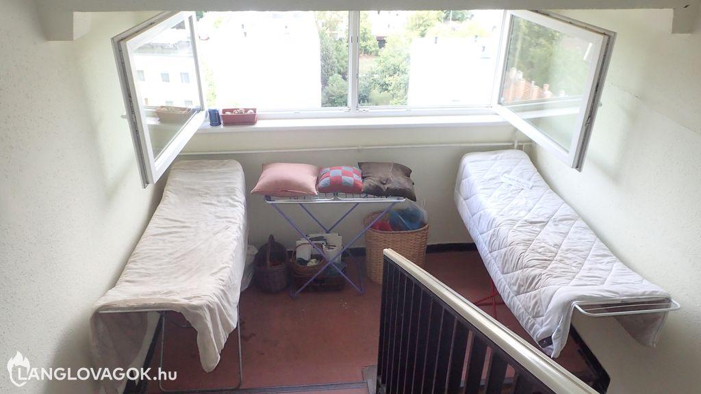 Szabálytalan tárolás lépcsőházban
